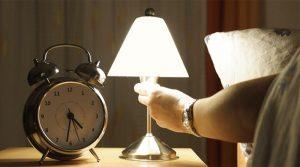 tidur-lampu-menyalaa