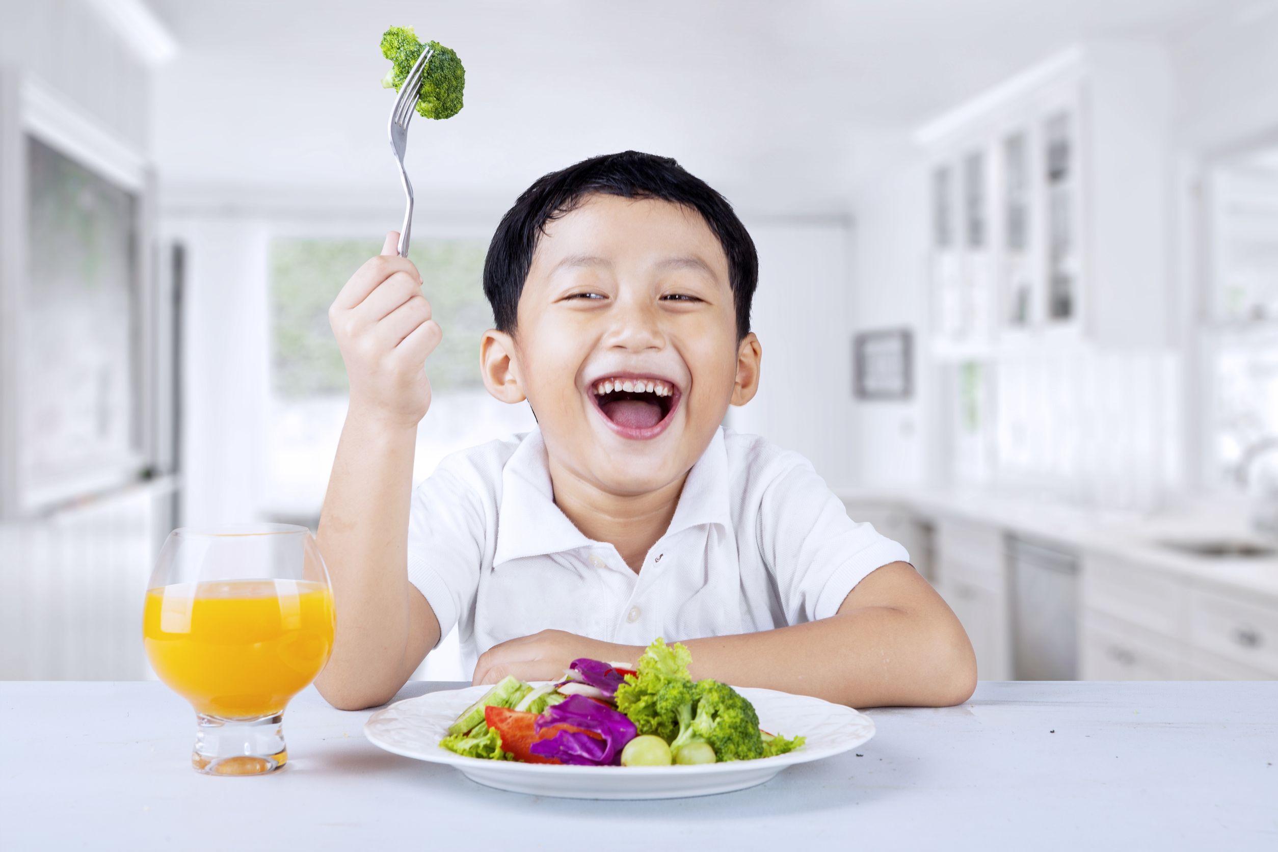 anak makan sayur