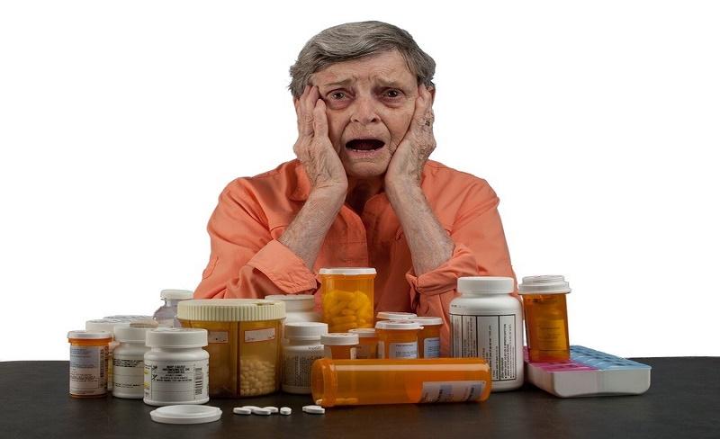 Komorbiditas Dan Polifarmasi : Pertimbangan Pemberian Obat Bagi Lansia